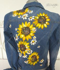 Sunflower Jean Jacket Hand Painted Jacket Sunflowers Jacket — I want it Painted Denim Jacket, Painted Jeans, Painted Clothes, Hand Painted, Denim Kunst, Jean Jacket Design, Gilet Jeans, Jacket Jeans, Jean Diy
