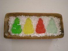 Jabonera de forma rectangular, tamaño 20x9 cm, jabón de glicerina transparente, 4 muñecos de nieve, colores rojo, azul, verde  y amarillo, esencia de limón
