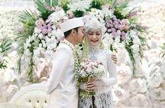 Wedding Photography Indonesia Wedding Ideas Wedding photography indonesia & hochzeitsfotografie indonesien & p Bride Poses, Wedding Poses, Wedding Photoshoot, Wedding Ideas, Foto Wedding, Wedding Bride, Party Wedding, Dream Wedding, Wedding Photography Tips