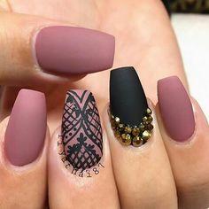 amazing manicure! pink-black  lace  gold strass