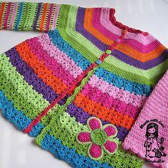 Crochet flower cardigan, free crochet pattern ✿⊱╮Teresa Restegui http://www.pinterest.com/teretegui/✿⊱╮