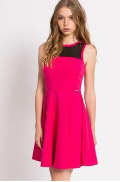 Różowa sukienka dzianinowa rozkloszowana bez rękawów
