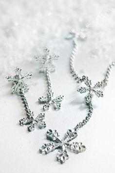Kuvahaun tulos haulle years most beautiful jewellery Wedding Tiaras, Royal Tiaras, Beautiful Watches, Jewerly, Piercings, Most Beautiful, Bracelets, Kulta, Earrings