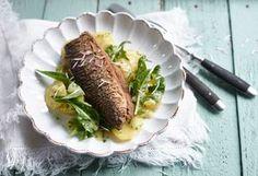Ein Klassiker zum Selbermachen in der eigenen Küche - leckerer Brathering mit Kartoffelsalat.