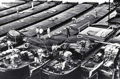 Preparation for Operation Sealion : German invasion barges being loaded with supplies. Operation Sea Lion, Landing Craft, British People, Ww2 Photos, Gods Creation, Luftwaffe, World War Two, Great Britain, Germany