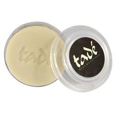 Découvrez les savons du barbier d'Orient de Tadé. Il prévient le feu du rasoir avec son authentique alep surgras à l'huile de laurier (25%). Sa mousse d'exception confère éclat et souplesse au visage.