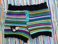 Okay, this made me go through my yarn stash! Super cute crochet shorts <3  Jokkemaa: Mustan kissan paksut pöksyt