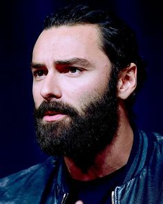 Easy on the eye and a treat to listen to.  #sexyvoice #wittyman #TCA #aidanturner #poldark