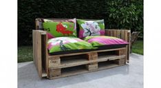 Some diy pallets furniture's design ideas for your home and garden. beautiful pallet sofa, pallet couch, pallet table and pallet daybed outdoor furniture decor Pallet Furniture Designs, Wood Pallet Furniture, Wood Sofa, Recycled Furniture, Diy Furniture, Antique Furniture, Modern Furniture, Bench Designs, Furniture Chairs