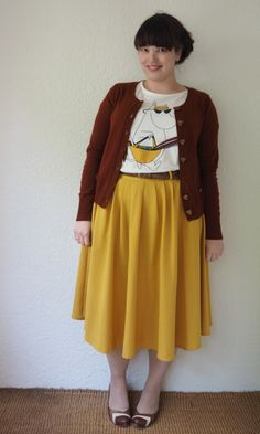 Frocks and Frou Frou – Moomintroll Top & Mustard Skirt. I'm not usually a fan of t-shirts with skirts but this is adorable. Frocks and Frou Frou – Moomintroll Top & Mustard Skirt. I'm not usually a fan of t-shirts with skirts but this is adorable. Curvy Fashion, Modest Fashion, Retro Fashion, Vintage Fashion, Fashion Outfits, Grunge Outfits, Hipster Grunge, Grunge Goth, Nu Goth