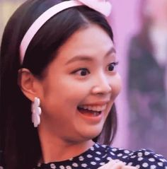 Black Pink's swag image crumbled after just 2 days of fansigns! Blackpink Funny, Memes Funny Faces, Kpop Girl Groups, Kpop Girls, Kim Meme, Troll Face, Ugly Faces, Jennie Kim Blackpink, Blackpink Memes