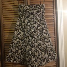 Strapless party dress by Gap Black, white, beige strapless dress by Gap. Size 6. Fits true to size. Top has sufficient stretch to keep the dress in place. Adorable dress! GAP Dresses Strapless