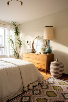 """A San Francisco Boho Beach Rental Apartment Interior designer Christina Higham's fiancé Daniel works from home AND is an avid surfer. So their small San Francisco rental's home office is called """"The Board Room. Apartment Chic, Apartment Therapy, Beach Apartment Decor, Apartment Goals, Apartment Interior, Apartment Ideas, Bohemian Apartment, Apartment Door, Small Apartment Living"""