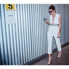 BOBSTORE por Helena Bordon | A pantacourt é a tendência do verão! Mais curta do que a calça convencional, ela pode ser usada com o look total white para alongar a silhueta.  @helenabordon #bobstoreporhelenabordon