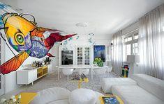 Aproveite que a casa é só sua e faça uma decoração cheia de personalidade, seguindo seu próprio gosto. O arquiteto David Bastos apostou em grafites gigantes de tons intensos.