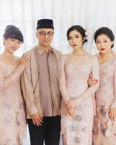 Kebaya Lace, Kebaya Hijab, Batik Kebaya, Kebaya Dress, Model Kebaya Brokat Modern, Dress Brokat Modern, Kebaya Modern Dress, Model Dress Batik, Batik Dress