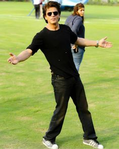 Image may contain: 2 people Shahrukh Khan Raees, Shahrukh Khan Family, Bollywood Stars, Bollywood Fashion, R Madhavan, Richest Actors, Sr K, Boy Photography Poses, King Of Hearts