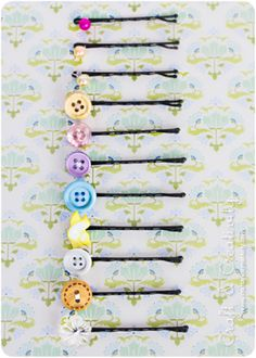 DIY hair bobby pins, this looks so easy, i will do this soon! DIY hair bobby pins, this looks so eas Diy For Kids, Crafts For Kids, Arts And Crafts, Button Art, Button Crafts, Crochet Hippie, Cute Crafts, Diy Crafts, Diy Cadeau