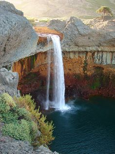 Salto del Agrio in Caviahue, Neuquén Province, Argentina. El agua tiene pH 2 ó 3ya que su naciente es el volcán Copahue, distante 50km . La coloración de sus orillas se debe a algas extremófilas y depósitos de sales de cobre, manganeso, hierro, etc, que disuelven estas aguas tan ácidas. DE allí el nombre el río: Agrio  ( o sea: ácido). Mide 45m  y es un lugar que se puede disfrutar en  de noviembre a mayo. Está al borde de la Cordillera de los Andes, en la provincia de Neuquén.