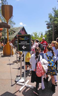 Maximize your time at Disneyland with these 33 tips. #Disney #Disneyland
