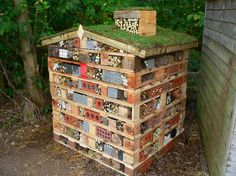 http://moralfibres.co.uk/wp-content/uploads/2015/08/green-roof-bug-hotel.png