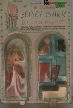 VINTAGE NIP 1975 KNICKERBOCKER HALLMARK CARDS BETSY CLARK DOLL PLAYSET W/ TOYS! Hallmark Cards, Vinyl Dolls, Childhood Memories, How To Remove, Toys, Children, Ebay, Vintage, Things To Sell