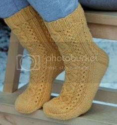 Monen vuoden tauon jälkeen blogi on jälleen viritelty käyttöön. Uusi sukkamalli halusi tulla kirjoitetuksi, joten olkaa hyvä :) Kin-socks ... Knitting Videos, Loom Knitting, Knitting Socks, Baby Knitting, Knitting Patterns, Knitting Charts, Crochet Socks, Knit Mittens, Fluffy Socks