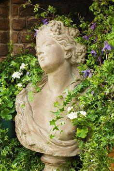 Beyond the Chelsea Flower Show: The Fringe Festival – Gardenista - Garten Sculpture Art, Garden Sculpture, Sculptures, Dream Garden, Garden Art, Chelsea Flower Show, My Secret Garden, Garden Statues, Garden Ornaments