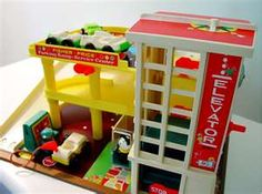 """Fisher Price Garage- Loved playing with my little brothers """"little people """" toys - great elevator for the cars! Fisher Price Toys, Vintage Fisher Price, 90s Childhood, My Childhood Memories, School Memories, Toy Garage, Retro Toys, Vintage Toys 80s, 1970s Toys"""