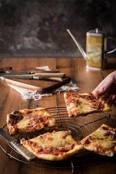 No-Knead-Pizza-Teig - einfach und ohne Kneten! Lässt sich schon bis zu 5 Tage vorher zubereiten