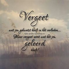 Vergeet wat jou gekwetst heeft in het verleden ... Words Quotes, Wise Words, Art Quotes, Sayings, Quotes To Live By, Love Quotes, Inspirational Quotes, Dutch Words, Life Hurts