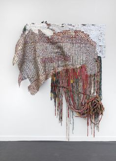 El Anatsui is an artist who transforms found materials into large shimmering forms by assembling elements into vibrant patterns with unique visual impact. Weaving Textiles, Paper Weaving, Textiles Techniques, Royal Academy Of Arts, Art Curriculum, Found Art, Museum Of Contemporary Art, London Art, Textile Artists