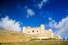 Some of the most beautiful castles in Spain - Castillo de Belmonte, Cuenca, Castilla La Mancha Palaces, Cuenca Spain, Amazing Buildings, Beautiful Castles, Fortification, Spain And Portugal, Monument Valley, City, Travel