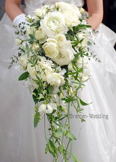 Fresh white and green wedding bouquet for a timeless bridal bouquet Cascading Wedding Bouquets, White Wedding Flowers, Bride Bouquets, Bridal Flowers, Flower Bouquet Wedding, Bridesmaid Bouquet, Floral Wedding, Flower Bouquets, Purple Bouquets