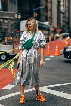 New York Fashion Week Has Already Started And Fashion On The Streets Is Already Spectacular New York Fashion, Fashion Mode, Big Fashion, Fashion Weeks, Fashion 2020, Look Fashion, Autumn Fashion, Fashion Outfits, Womens Fashion