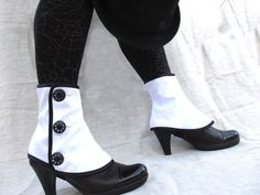 Low waterproof spats with buttons by PasiondeSastre #Etsy | bnw shoes feet heels ankles accessories | fall autumn style