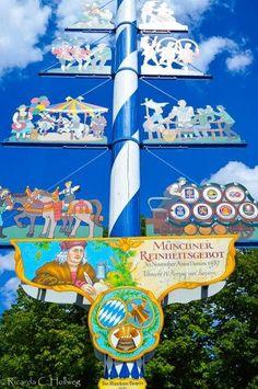 Der Sitzmacher symbolizes bavarian flag colors bmw colors bavaria