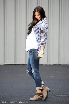 cute layered maternity look.  Would be a cute fall outfit.......but I don't know, don't think i have the right flannel or shoes.... or jeans...