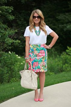 lovely outfit for spring Pencil Skirt Work, Floral Pencil Skirt, Pencil Skirt Outfits, Work Fashion, Fashion Outfits, Women's Fashion, Fashion Ideas, Summer Fashion Trends 2018, Business Casual Outfits
