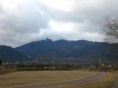 菰野町大羽根園地区 顔を隠した御在所岳 平成24年12月18日撮影