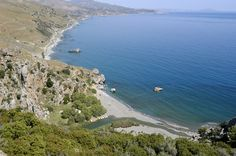 Beach in #Plakias, #Crete. Plakias has a 1300 metre long sandy #beach and there are several other beaches within walking distance. © Carlos Rodrigues