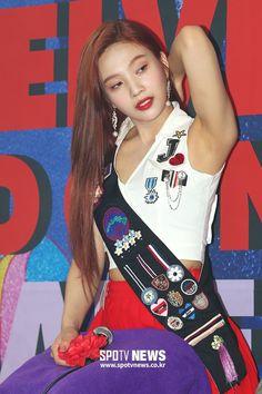 Red Velvet Joy, Red Velvet Irene, Beautiful Gorgeous, Beautiful Asian Women, Kpop Girl Groups, Kpop Girls, Oh My Girl Yooa, Cute Asian Girls, Stage Outfits