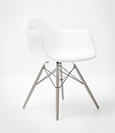 Charles & Ray Eames | Plastic Armchair DAW, 1950