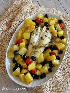 Coda di rospo alla mediterranea Italian Fish Recipes, Calamari, Cannoli, Fish Dishes, Fruit Salad, Seafood, Recipies, Chips, Cooking