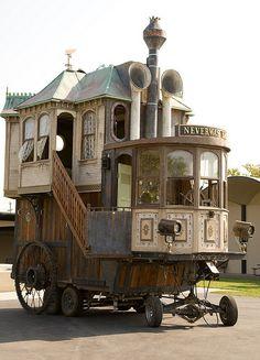 Wildest Houses VIII Caravan Gypsy Vardo Wagon: Neverwas Haul, a Steampunk Victorian-Era on Love this.Caravan Gypsy Vardo Wagon: Neverwas Haul, a Steampunk Victorian-Era on Love this. Gypsy Caravan, Gypsy Wagon, Gypsy Trailer, Caravan Bar, Little Houses, Tiny Houses, Crazy Houses, Tiny Cottages, Victorian Homes