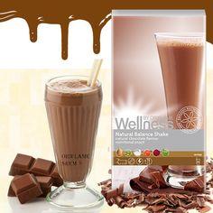 22138-Natural Balance šejk od prirodne čokolade sadrži optimalnu i patentiranu mešavinu čistih i prirodnih sastojaka za sigurnu i efikasnu opskrbu organizma hranjivim tvarima. Osigurava esencijalne proteine, vlakna omega 3 i 6 masne kiseline. Pomaže pri održavanju stabilnog nivoa šećera u krvi i zadovoljavanju apetita za hranom. Aroma čokolade.