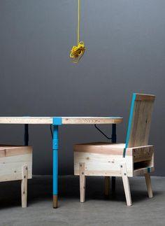 Houten meubels gemaakt van geupcyclede planken.