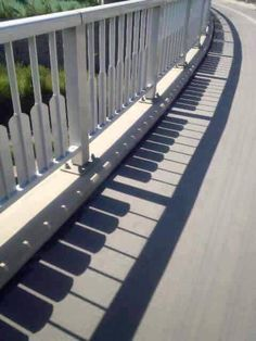 Take a look at this amazing Shadow Piano Illusion: Accidental or Intentional? Browse and enjoy our huge collection of optical illusions and mind-bending images and videos. The Piano, Piano Man, Photos D'ombre, Art Pictures, Shadow Art, Shadow Play, Land Art, Public Art, Urban Art