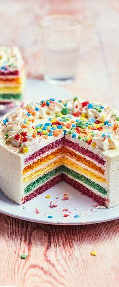 La #Star des gâteaux est de retour pour Hello America ! Un #Rainbowcake au bon goût de #vanille qui fait l'unanimité avec ses parts multicolores !