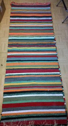 Liisan räsymatto Tear, Woven Rug, Loom, Hand Weaving, Diy And Crafts, Interior Decorating, Outdoor Blanket, Rugs, Handmade
